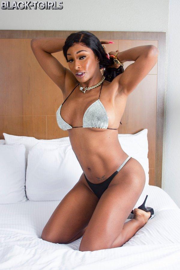 Anora Coxx